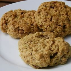 Apple Cinnamon Oatmeal Cookie Recipe - Granola gives this cookie a special taste. It's delicious!