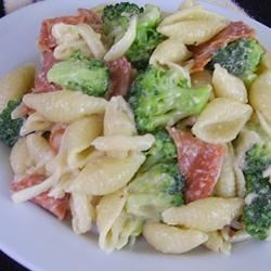 Pepperoni Caesar Pasta Salad Recipe - This salad is easy to make, very flavorful, and is an attractive dish to take to picnics and other summertime gatherings.