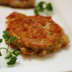 Cheesy Potato Cakes Recipe - These yummy morsels of potato are a tasty take on Irish boxty and are a great way use up leftover mashed potatoes.