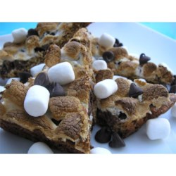 S'More Bars I Recipe - These taste amazingly like the ones we use to make sitting by the fire.  You could use chocolate chips (semi-sweet or milk chocolate) instead of the chocolate bar.