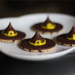 Witches' Hats Recipe and Video - Tasty little cookie and candy snacks look just like pointy witch hats. They are so easy a kid can help. Little bows made from decorating gel add to their spooky effect.