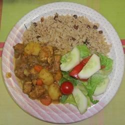 West Indian Curried Chicken Recipe - This is a basic West Indian curried chicken recipe.  Extremely easy to prepare and delicious with standard Caribbean fare.  Peas and rice go great with it!