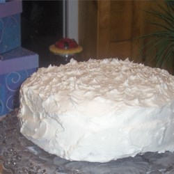 White Frosting Recipe - This traditional frosting goes well with almost any type of cake. It is quick and easy to make.