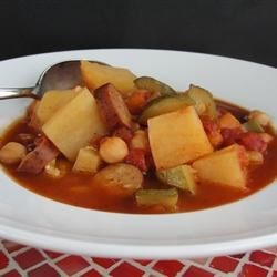 Bek's Minestrone Soup Recipe - This warm minestrone soup is nicely spiced with jalapeno peppers for a hearty Italian-inspired soup for those cold winter nights.