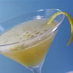 Lemon Kamikaze Recipe - A delicious Italian version of a Kamikaze using limoncello liqueur.
