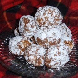 Figgy Pudding Balls Recipe - Fig bar cookies are crumbled together with orange juice concentrate and walnuts for a sweet cookie version of figgy pudding.