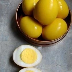 Yellow Pickled Eggs Recipe - This is a recipe for Amish style pickled eggs that are yellow in color. They go nice with the red beet pickled eggs!
