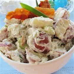 Texas Ranch Potato Salad Recipe - This is not your usual mustard mayo potato salad. These potatoes are slathered in a rich ranch dressing and bacon pieces. My family and friends love this potato salad! It is requested at every cook-out.
