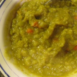 Vegan Split Pea Soup II Recipe - This yellow split pea soup is flavored with olive oil and a pinch of curry. An excellent lunch or dinner because it is easy to make and delicious.
