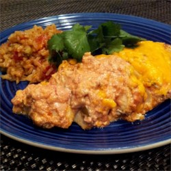 Baked Chicken with Salsa and Sour Cream Recipe - Super quick easy chicken breast recipe that is sure to please the whole family.