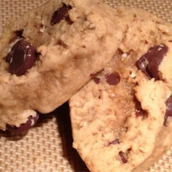 Gotta Try These Healthy Chocolate Chip Peanut Butter Cookies