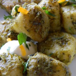 Gnocchi with Chicken, Pesto and Fresh Mozzarella Recipe - This is a quick and easy recipe for potato gnocchi with chicken and mozzarella cheese in a pesto sauce.
