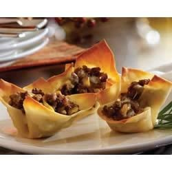 Sausage Cups Recipe - Won ton wrappers make easy and crunchy snack cups to fill with sausage, cheese and ranch dressing. Bake and serve these up at your next event!