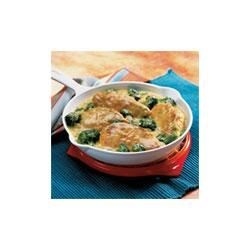 Campbell's(R) Skillet Chicken and Broccoli Recipe - Cheesy broccoli pairs with sauteed chicken for a quick family supper.