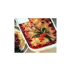Campbell's Kitchen Vegetable Lasagna Recipe - Easy-to-assemble layers of cooked noodles, vegetables and creamy cheeses mingle with a rich, chunk-style pasta sauce make dinner extra special tonight or any night.