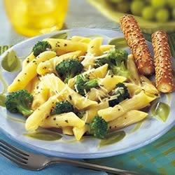 Broccoli and Garlic Penne Pasta Recipe - More than just a cooking liquid, Swanson(R) Chicken Broth becomes a pasta sauce with tender-crisp broccoli and garlic simmered to perfection before tossing with pasta.