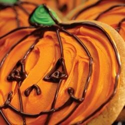 Irresistible Peanut Butter Jack O'Lantern Recipe - Delicious peanut butter cut-out cookies are decorated with frosting and chocolate drizzle for great Hallowe'en Jack O'Lanterns.