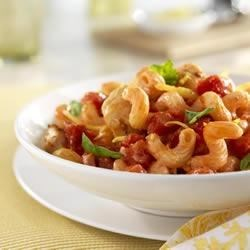 Hunts(R) Lemon Tomato Chicken Pasta Recipe - Lemon and fresh basil complement tomatoes in this chicken and pasta dish.