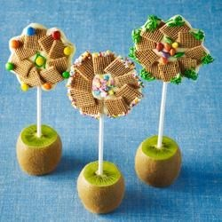 Shreddies Chocolate Flower Pops Recipe - Fun to make, even more fun to eat! Especially great for Mother's Day, craft day, birthday parties.
