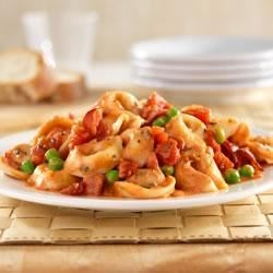 Hunts(R) Tomato and Bacon Tortellini Recipe - Seasoned tomatoes, peas and bacon combined with cheese tortellini in a creamy sauce.