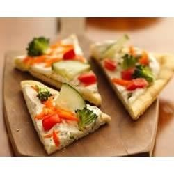Easy Veggie Pizza Recipe - Give cold pizza fans a refreshing change with crunchy fresh veggies atop a creamy dill sauced crust.