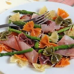Wacky Mac(R), Asparagus and Prosciutto Salad Recipe - Asparagus and prosciutto mixed with Wacky Mac, herbs, and cheese create this scrumptious dish.