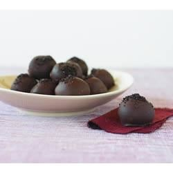 Easy OREO Truffles Recipe - OREO cookies, baking chocolate, and cream cheese are all you need to make this easy chocolate truffle recipe.