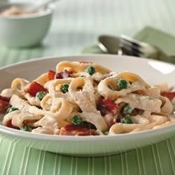 Quick Pasta Carbonara Recipe - The rich flavors of bacon and green peas combine with a cheesy, creamy sauce to serve with hot, cooked pasta.