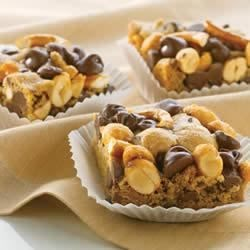 Chocolatey Peanut Pretzel Bars
