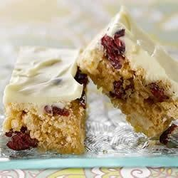 KELLOGG'S* RICE KRISPIES* White Chocolate Cranberry Crisp Bars Recipe - Sprinkled with dried fruit and white chocolate, this fruity confection is lick-your-lips tasty.