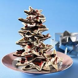 Holiday OREO Bark Recipe - Looking for a little something to remember friends and family this holiday season? Try this festive bark, featuring layers of semi-sweet and white chocolates topped with crushed candy canes and chopped OREO cookies. Wrap it in cellophane bags tied with colorful ribbons for an extra-special touch.