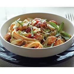 Quick Fettuccine Cacciatore Recipe - Italian salad dressing gives canned tomatoes a kick, and makes a great sauce for chicken and pasta on a busy night.