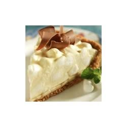 Banana Mallow Pie Recipe - Fresh banana slices are topped with a creamy vanilla marshmallow mixture in a graham cracker crust for a sweet dessert treat.