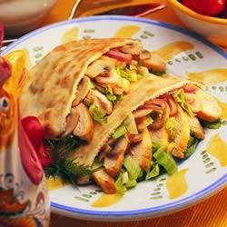 Tyson(R) Grilled and Ready(R) Chicken Pita Pockets Recipe - Pita pockets stuffed with sauteed chicken and mushrooms, crisp lettuce and a creamy dill-ranch dressing make a quick and tasty meal, great for lunch or an easy dinner.