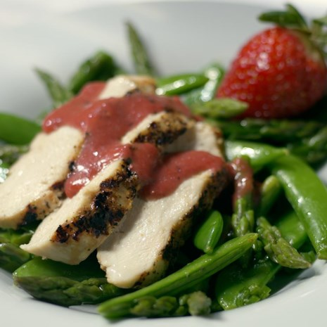 Grilled Chicken Salad with Fresh Strawberry Dressing
