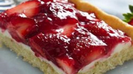 Creamy Strawberry Dessert Squares