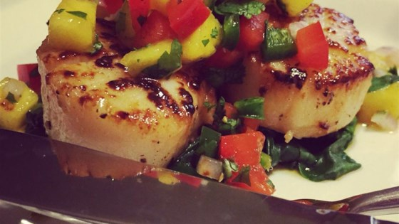Scallops with Mango Salsa on Fresh Spinach