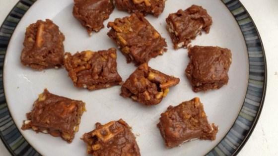 Easy No-Bake Butterfinger® and Peanut Butter Pretzel Bars