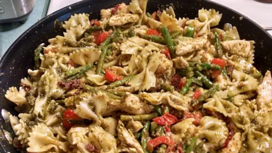 Colorful Chicken Pesto with Asparagus, Sun Dried Tomatoes and Peppers