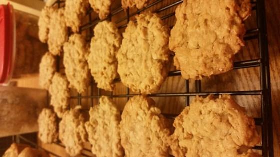 Mama's Chewy Oatmeal Cookies