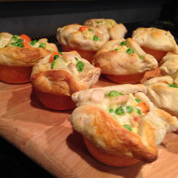 Chicken Pie Recipes Looking for chicken pie recipes? Allrecipes has more than trusted chicken pie recipes, including chicken pot pie, complete with ratings, reviews, and baking tips.