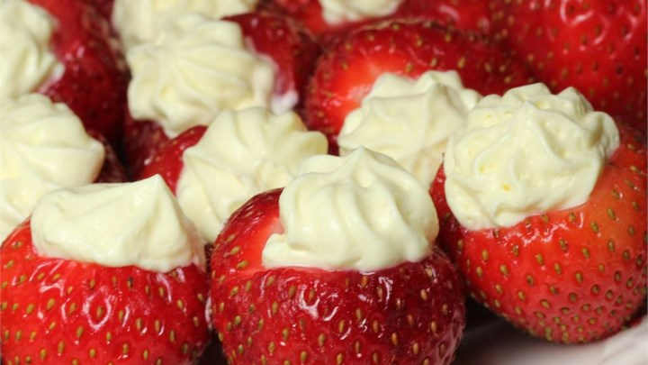 Pudding and Cream-Filled Strawberries
