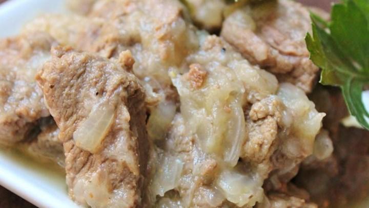 Egyptian Lahma Bil Basal (Beef in Rich Onion Sauce)