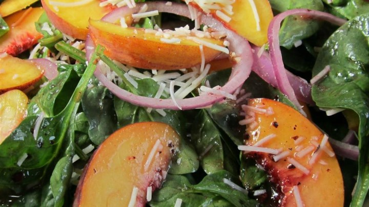 Peach Salad with Raspberry Vinaigrette