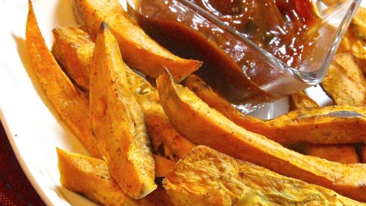 Easy Sweet Potato Fries with Curry Ketchup