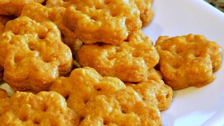 Chef John's Cheesy Crackers