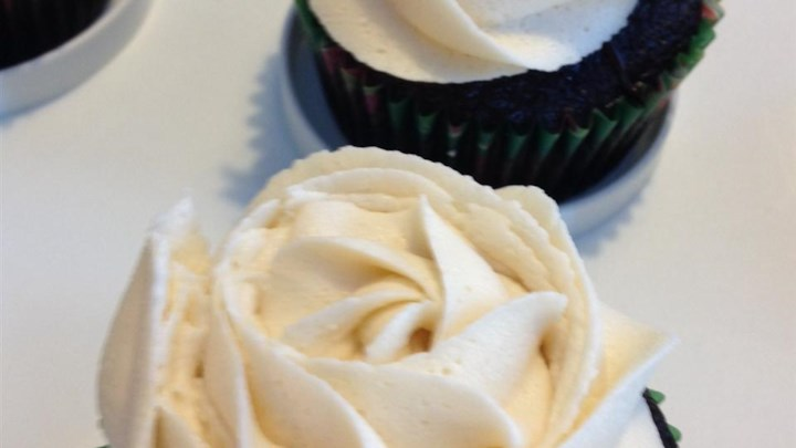 Chocolate Beer Cupcakes With Whiskey Filling And Irish Cream Icing ...