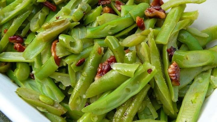 Buttery Pecan Green Beans