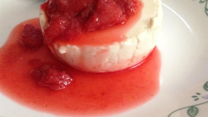 Panna Cotta With Fresh Strawberry Sauce