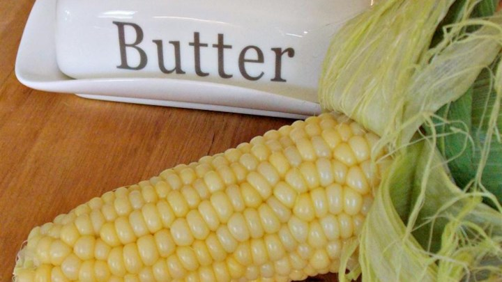 Microwave Corn-on-the-Cob in the Husk